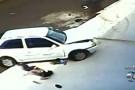 GO: Carro passa em cima de criança e da avó. Garoto sai ileso ao acidente. Veja o vídeo