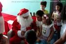Crianças do CMEI Brasilino Malaquias recebem Papai Noel em festa de Natal antecipada