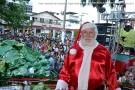 Papai Noel desce de helicóptero e distribui presentes em Barra de São Francisco. Confira as fotos