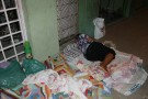 Denúncia: moradores dormem na calçada para serem atendidos na Secretaria de Saúde em Mantena