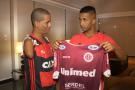 Garoto sem os braços, da Desportiva, encontra o ídolo Jorge, do Flamengo