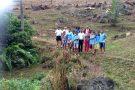 Policiais e alunos se unem para fazer reflorestamento e recuperar nascente em Vargem Alegre
