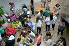 Protesto: mães fazem 'mamaço' em shopping de Vitória
