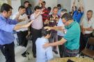Depois de comparar imposto com dízimo, Alencar Marim recebe orações de evangélicos