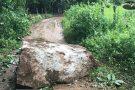 Moradores se assutam com deslizamento de rochas em Mantena
