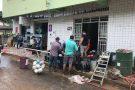 Famílias tentam voltar pra casa após chuva causar estragos em Água Doce do Norte