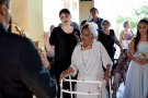 Amor não tem idade: Brasileira se casa aos 106 anos com noivo 40 anos mais jovem