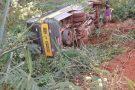 Ônibus que transportava alunos cai em ribanceira em Água Doce do Norte