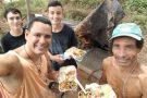 Sem comida, jovens recebem convite emocionante de morador de rua em Colatina