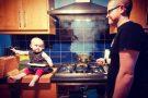 Pai faz montagens incríveis com a filha de 1 ano em situações perigosas