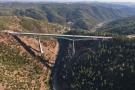 Mulher cai da ponte mais alta da Califórnia enquanto tentava tirar uma selfie