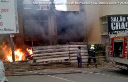 Construção abandonada no centro de Barra de São Francisco pega fogo e deixa vizinhança assustada