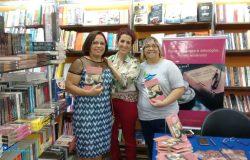 Escritora mantenense Ivone Bragança recebeu amigos no lançamento do seu livro