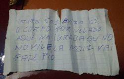 Homem invade velório na Bahia, atira em caixão e deixa bilhete com ameaça