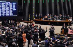 Câmara aprova texto-base de projeto que prevê socorro a estados em crise
