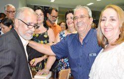 """Escritor Adilson Vilaça lança o livro """"Carminda – A Garota que Derrotou a Lepra"""", em Ecoporanga. Veja as fotos"""