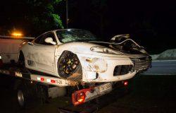 Acidente em SP deixa Ferrari branca destruída. Vejas as fotos