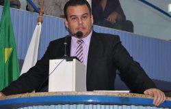 Após reclamar do salário de R$ 8 mil, vereador pede desculpas