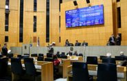 Sessão dura menos de cinco minutos e causa polêmica na Assembleia do ES