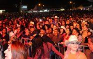 Festa de aniversário arrasta multidão ao Parque de Exposições de Mantena