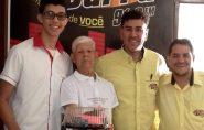 Completando 85 anos de idade e 66 de casado, francisquense ganha bolo surpresa e comemoração ao vivo