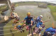Grupo com 149 pessoas salta de ponte e bate recorde de pêndulo humano