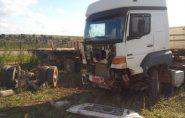 Carretas se envolvem em acidente na ES 315, em Nova Venécia