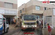Caminhão do PAC é flagrado em serviço no Hospital Dra. Rita De Cássia, em Barra de São Francisco