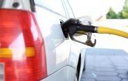 Governo dobra tributo e preço da gasolina sobe