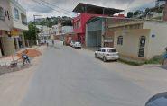 Tentativa de homicídio no Bambé: desconhecidos passam com moto preta e carona dispara 5 tiros