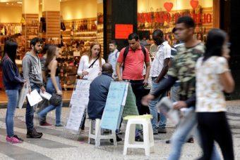 Falta trabalho no Brasil para 26,3 milhões de pessoas, diz IBGE
