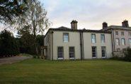 Mulher ganha mansão de R$ 3,2 milhões em rifa na Inglaterra