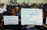 Prefeito Alencar Marim é surpreendido com manifestação de moradores de Cachoeirinha de Itaúnas