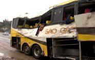 Ônibus que seguia para ES tomba na Bahia, mata 3 pessoas e deixa 20 feridos