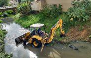 Funcionários da prefeitura iniciam limpeza dos rios em Barra de São Francisco