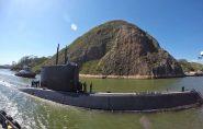 Submarino da Marinha chama atenção de moradores em Vitória