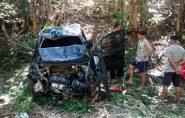 Carro com 6 ocupantes cai em barranco e três pessoas morreram em Fundão