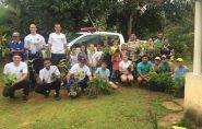 Com ajuda de policiais militares, crianças plantam 350 árvores nativas em Barra de São Francisco