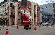Assessoria da prefeitura diz que Papai Noel no meio da rua foi só um teste