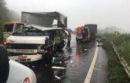 Acidente deixa feridos e causa engarrafamento na BR-262, em Domingos Martins