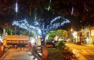 Ornamentação Natalina já encanta a população no centro de Mantena