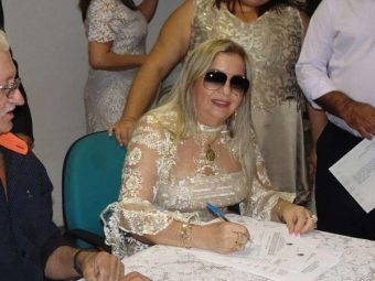 Mãe de Safadão renuncia ao cargo de vice-prefeita no Ceará