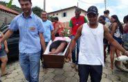 Entrega de caixão sorteado em Vila Pavão vira