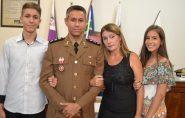 Capitão Lindomar foi agraciado com a Medalha Desembargador Hélio Costa em Mantena