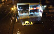 Chuva forte deixa ruas alagadas na Capital e no Sul do ES