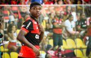 Lincoln faz 1º jogo pelo Flamengo no ES e família vai ao delírio