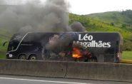 Ônibus do cantor Léo Magalhãespega fogo após show no interior do Espírito Santo