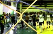 Jogo do Perna de Pau termina em pancadaria no Ginásio de Barra de São Francisco; veja vídeo