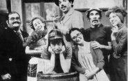 'Dona Florinda' se emociona com fotos raras de 'Chaves' e 'Chapolin'