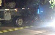 Acidente entre duas carretas em Águia Branca deixa motorista ferido